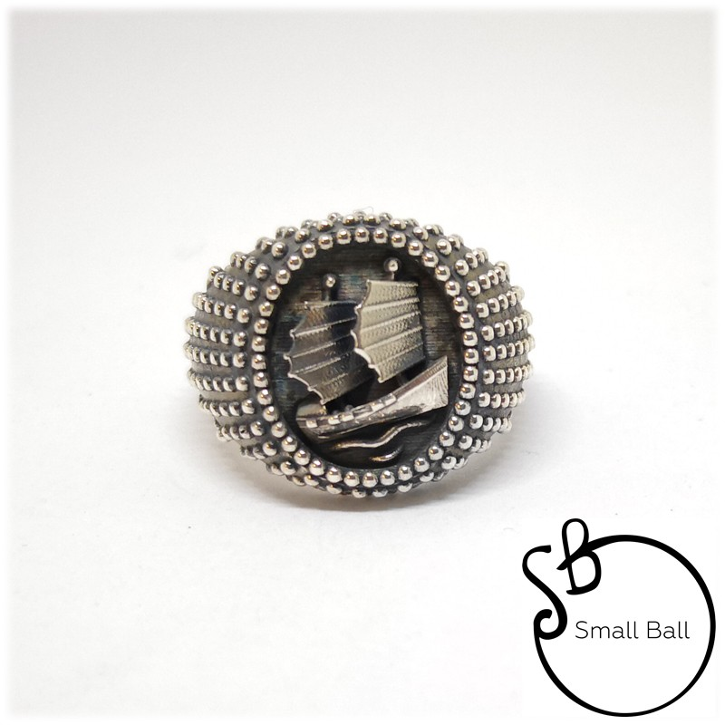 Anello Small Ball Veliero Solitario nel mare